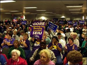 Union members show their support for Al Gore.