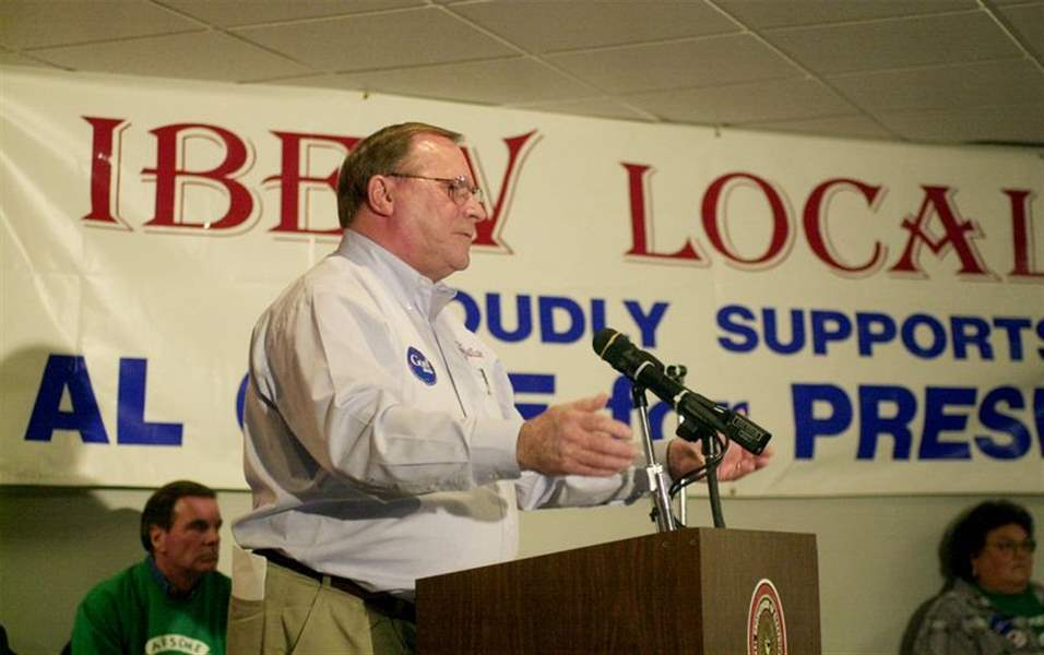 Union-members-rally-for-Gore-Lieberman-2