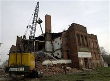 Neighbors-applaud-razing-of-ex-school