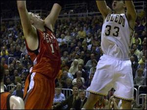 UT's Greg Stempin, who had 23 points and 13 rebounds, shoots over BG's Len Matela last night at Savage Hall. The Rockets are 12-3, 4-0 in the MAC, and have won 14 straight conference games, two shy of the conference record.