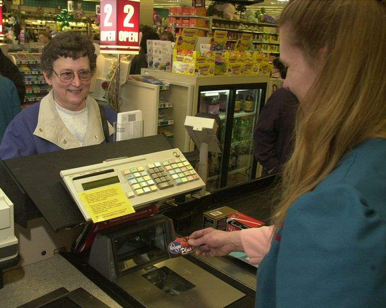 Grocery-shoppers-dealt-savings-as-2-more-big-chains-offer-cards