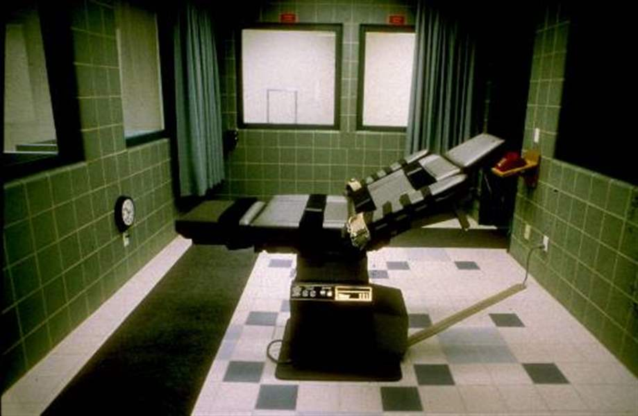 Image result for the execution of oklahoma  city bomber timothy mcveigh