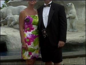 BEARABLE: Chairwoman Cathy Trimble and her husband, Mark, were among the guests who mixed comfort and elegance at the 14th annual Zoo-To-Do 2001 held Friday evening on the grounds of the Toledo Zoo. The polar bears behind them wore of course their best fur despite the warm -- and rainy -- evening.