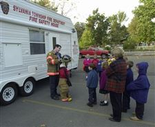 Students-in-Sylvania-taught-basics-of-fire-safety