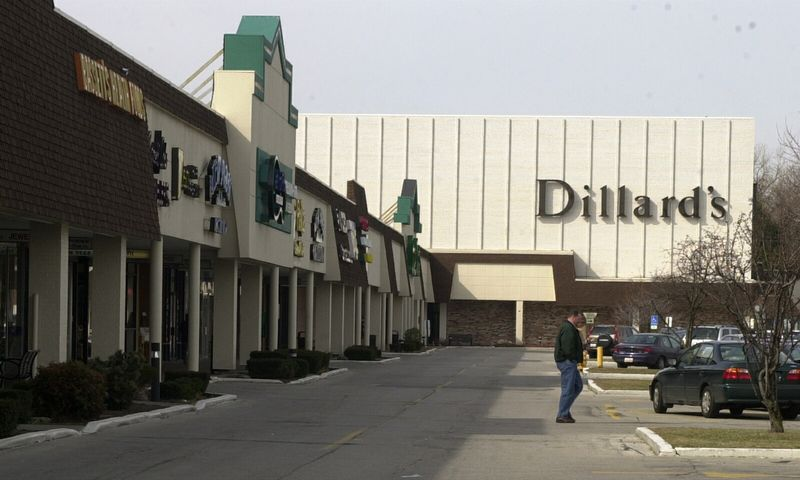 Dillard's department store chain could enter Milwaukee area by buying Boston Store sites Dillard's Inc. department store chain could be entering Wisconsin, which might include replacing three.
