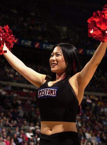 MCO-student-doubles-as-dancer-for-the-Pistons