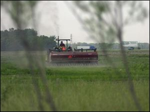 BIZ June 10, 2002  Farming near Millbury, Ohio. Jetta Fraser/Blade