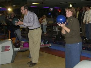 Gov. Bob Taft and Lucas County Commission candidate Maggie Thurber line up shots at Toledo's Imperial Lanes.