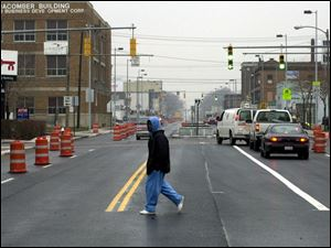 rov photo by don simmons nov 19, 2002   monroe st becomes two way.  this is looking west  at 14th and monroe intersection