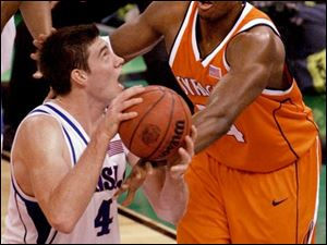 Kansas senior Nick Collison drives against Syracuse's Jeremy McNeil. Collison finished with 19 points and 21 rebounds.