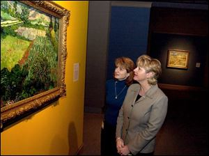 Theresa Lagger, left, and her sister, Linda Bourgeois, toured the Toledo Museum of Art's Van Gogh exhibit.