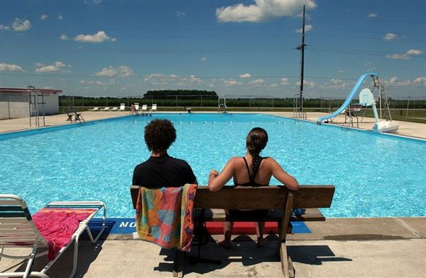 Holgate Bars Kids With Lice From Pool The Blade