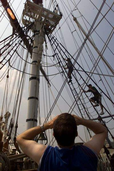 Teenage-trainees-sail-over-hard-work
