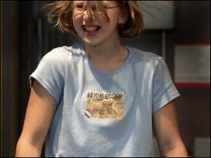 rov hair03p 1 September 3, 2003. Faith Hay, 11, of Fremont, O., uses a Vande Graff generator at Cosi to produce static electricity. Blade photo by Jeremy Wadsworth