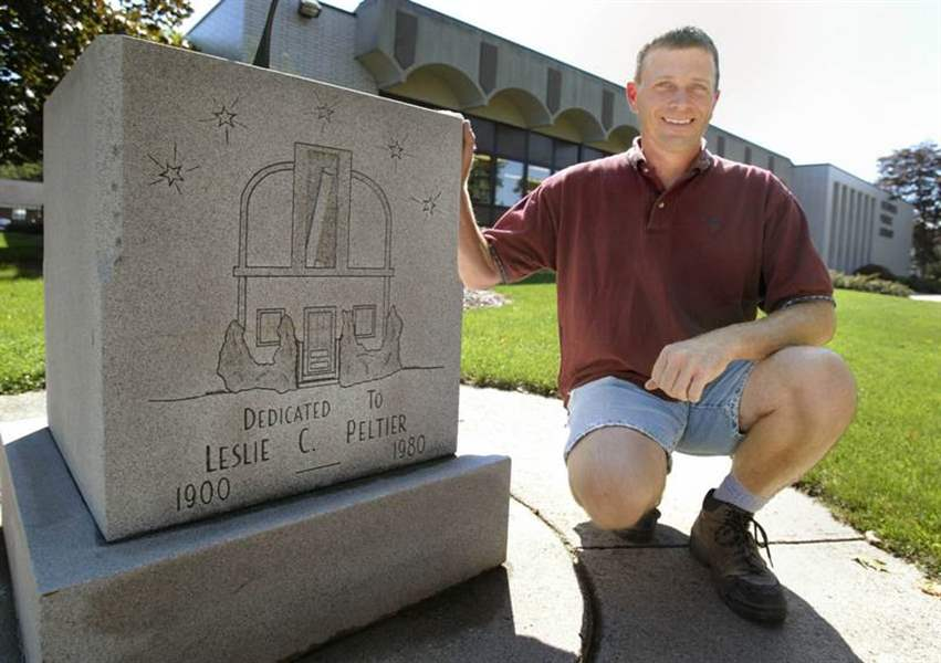 Small-town-to-honor-amateur-astronomer