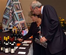 Guests-savor-fine-time-at-Taste-of-Vine-event
