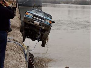 A car is pulled from the Maumee River at International Park after a witness reported seeing it going into the river and a man walking away from the scene. Lisa Dutton 11/17/2003 CTY River17P