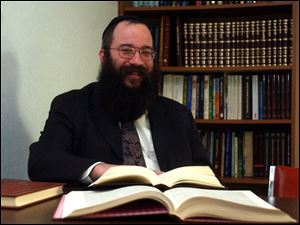 Rabbi Yossi Shemtov will teach an eight-week class on the Kabbalah, the mystical interpretation of the Torah.