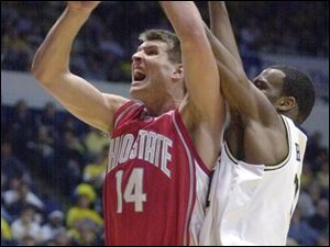 Michigan forward Chris Hunter, right, does his best to keep Ohio State s Velimir Radinovic from scoring under the basket. Radinovic had 11 points and 7 rebounds.