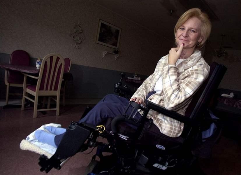 sc 1 st  Toledo Blade & Electric stimuli let quadriplegic make use of her hand again - The Blade