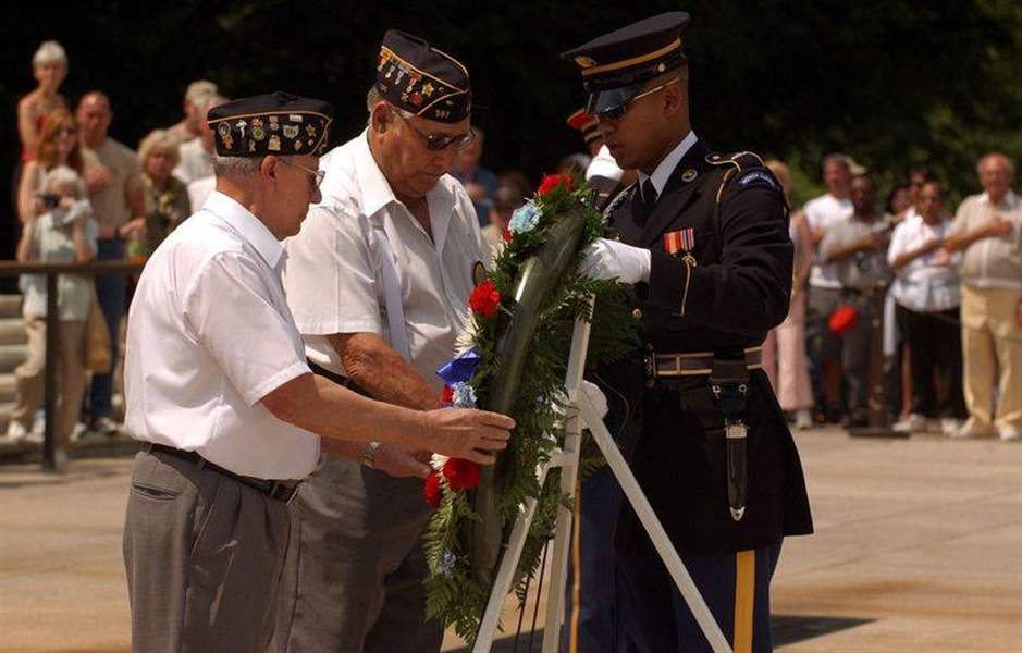 4-local-WW-II-veterans-pay-tribute-to-fallen-warriors