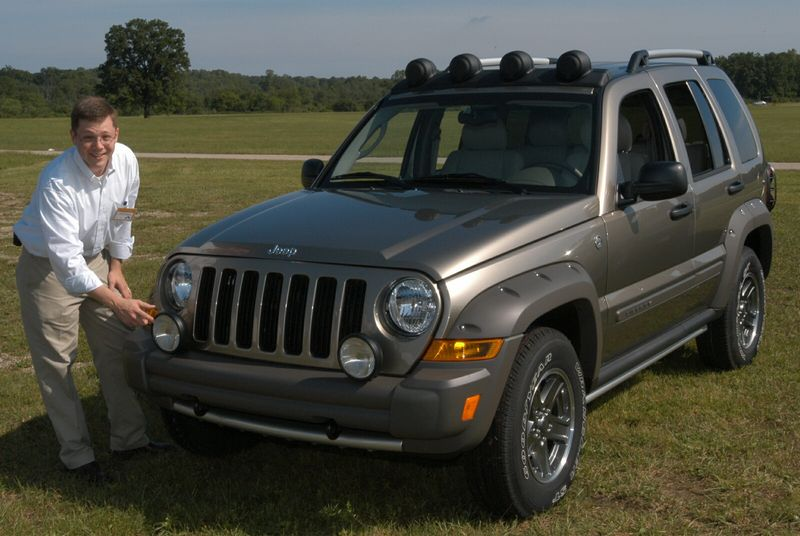 Jeep Renegade Limited >> Chrysler pays homage to Cherokee in lines of 2005 Liberty ...