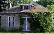Monclova-Township-Historical-society-local-volunteers-plan-restoration-of-old-post-office