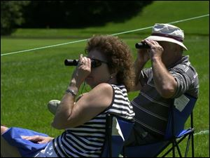 Toledooans Janice and Tom Welniak get a close-up view of golfers on the 18th green.
