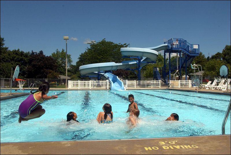 Areawide Bucking U S Trend Swimming Pools Make Splash In Area Toledo Blade