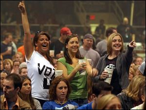 Fans at the Toledo Sports Arena cheer on the ban Death Cab for Cutie yesterday during the Vote for Change Tour that mixes music and politics.