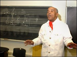 Jon Hendricks works with the members of the University of Toledo's Vocalstra.