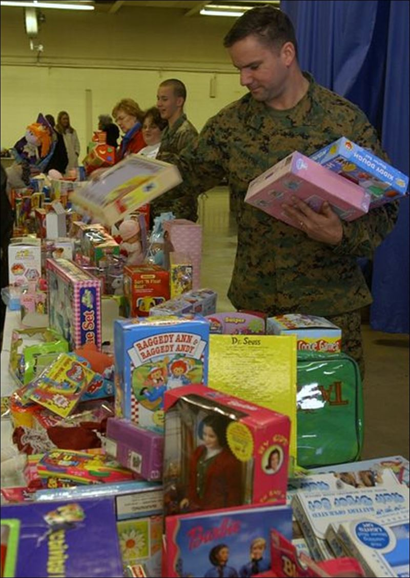 Toys Of Tots : Toys for tots campaign captures spirit of giving toledo
