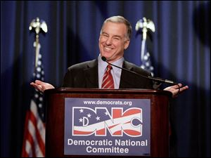 Howard Dean accepts the party leadership. The former presidential candidate did not hesitate to criticize President Bush.