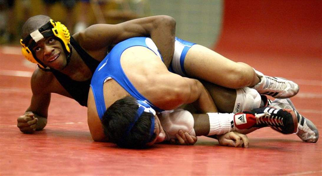 Sectional-wrestling-Title-fits-the-Jackets-2