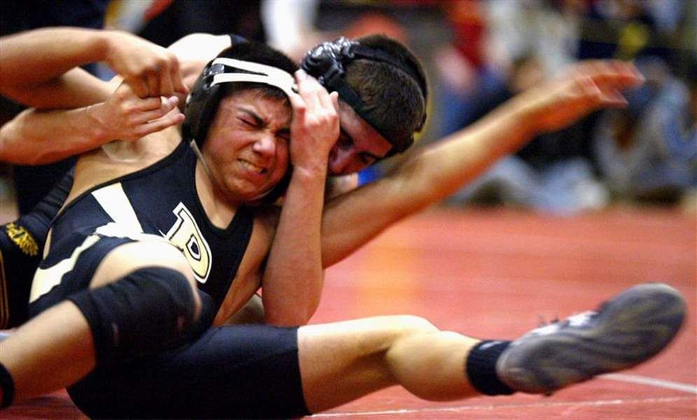 Sectional-wrestling-Title-fits-the-Jackets