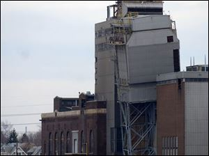 The former Toledo Edison Acme power plant would be transformed into retail space as part of a plan that includes high-end condominiums, homes, boat slips, and restaurants.