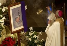Toledoans-honor-Pope-at-funeral-Mass