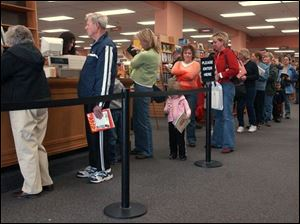 Employees help long lines of customers on the final day.