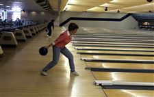 Tears-flow-at-bowling-center-that-s-about-to-roll-into-history-2