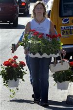15th-Flower-Day-sale-blooms-with-people-2