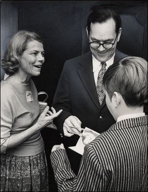 Sen. Robert Taft, Jr., signs an autograph while his second wife, Kay, looks on in 1973. The governor's father was defeated in his 1976 Senate race by Democrat Howard Metzenbaum.
