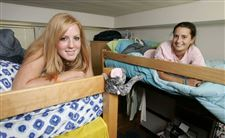 Sharing-a-room-gives-college-students-lessons-in-life-cultures
