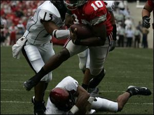 Ohio State quarterback Troy Smith eludes San Diego State defenders for the first of his two touchdowns.