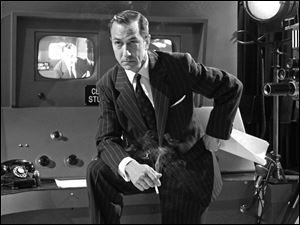 David Straithairn stars as CBS newsman Edward R. Murrow, who worked to find evidence to bring down Sen. Joseph McCarthy.