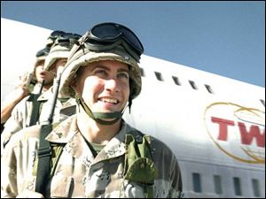 Anthony Swofford (Jake Gyllenhaal) arrives in Iraq.