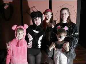 Zapiecki family members participating in Charlotte s Web, the Musical are, from left, Brian, Alissa, Christy, Trevor, and Karen.