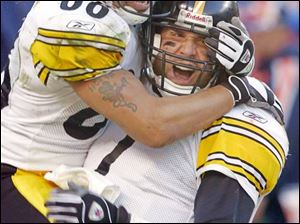 Hines Ward jumps on Ben Roethlisberger after the Steelers quarterback scored on a four-yard run in the fourth quarter.