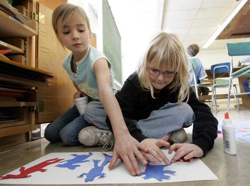 Kids-head-to-college-for-art-lessons-2
