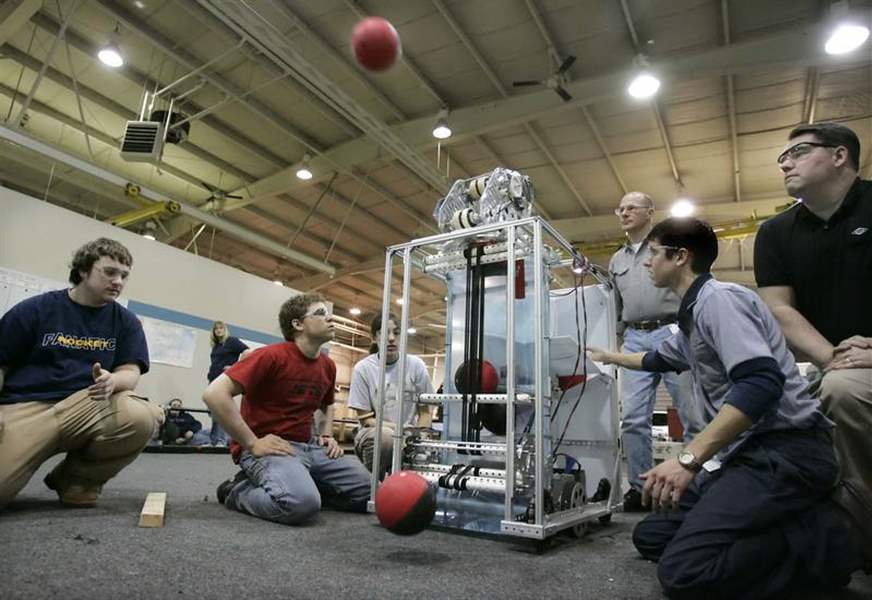 Robotics-teams-get-ready-for-competition-2
