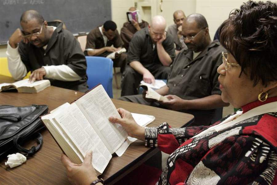Chaplains-share-faith-behind-bars